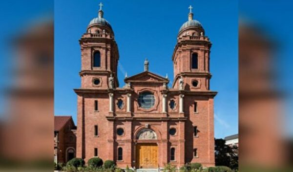 阿什維爾聖勞倫斯教堂的靜謐、美、真理
