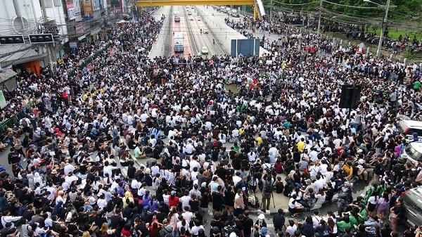 民间版本遭否决 泰国会一读通过两修宪草案