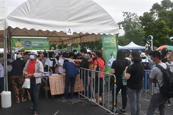 泰国爆学潮 民间版修宪草案冲破10万人连署
