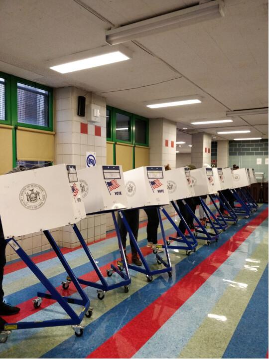 邢天行:11月3日投票现场目击感受
