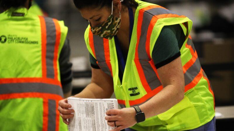 川普在多州发起诉讼 要求暂停或重新计票