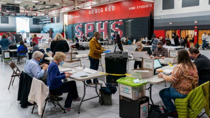 """美媒:威州选务人员可能""""修补""""了大量非法选票"""
