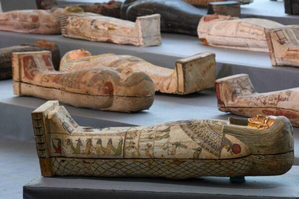 距今2500年 埃及出土百具彩繪棺木 技藝高超精良