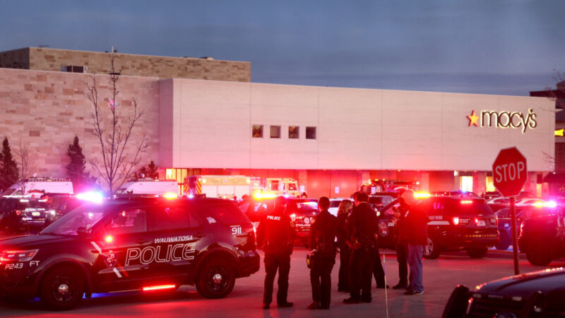 威州購物中心爆槍響 至少8傷槍手逃逸