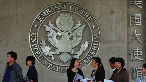 美中關係緊張 中國留學生赴美簽證被撤銷