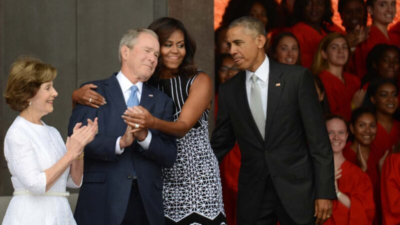 小布什左贺拜登右贺川普 称后者有权要求从新计票