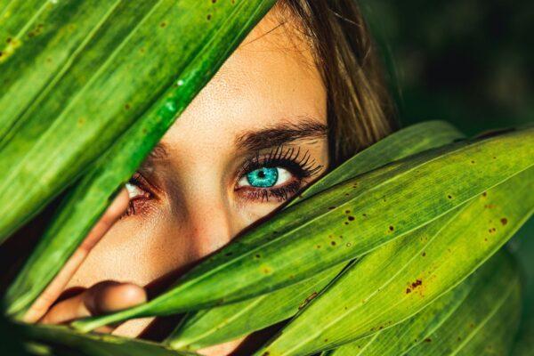 印尼部落族人拥绝美蓝眼睛 背后缺陷令人惋惜