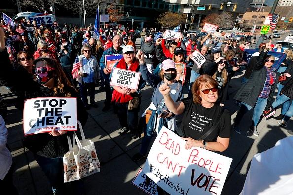 底特律投票观察员描述:遭遇恐吓和欺凌