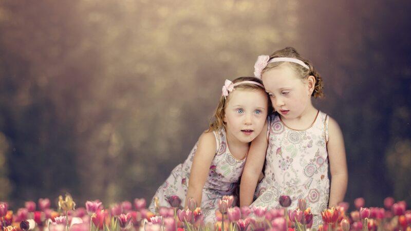 雙胞胎姐妹在生日當天「一起誕下女兒」