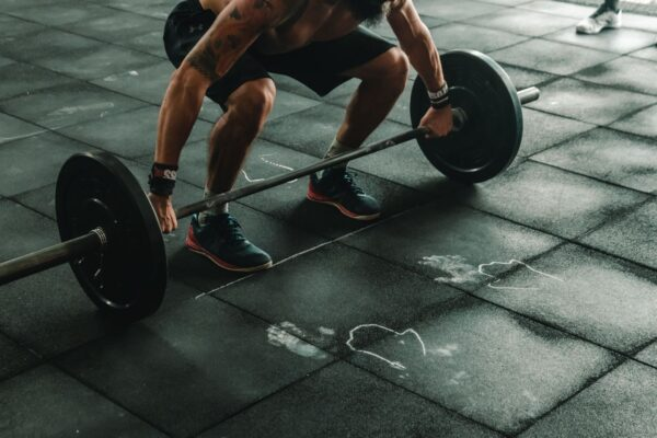 惊!杭州37岁男健身房深蹲 一用力肠子掉出来了