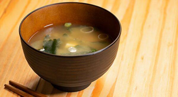 一碗长寿味增汤 平衡自律神经、抗忧郁 3步自制