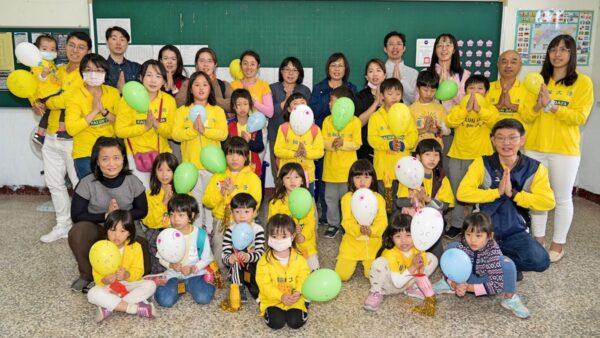 台灣高雄明慧班大法小弟子和家長新年謝師恩