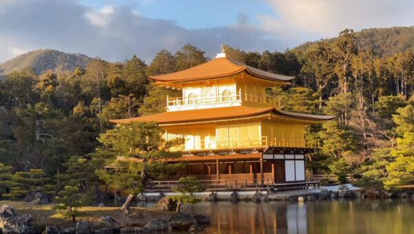 更換10萬枚木板、萬枚金箔 日本金閣寺重現金碧輝煌