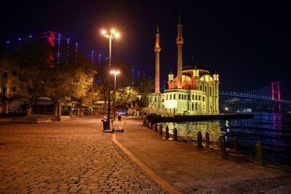 土耳其确诊病故屡创新高 再祭周末封锁平日宵禁