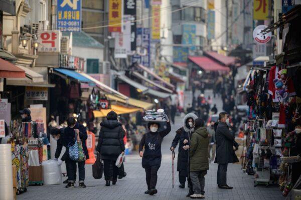 疫情扩散恐增速 韩国单日确诊950例 日本5地病床吃紧