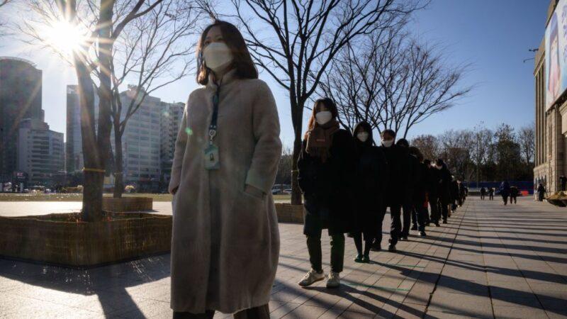 韩防疫严峻 首尔禁5人以上聚会 釜山要民像死老鼠待家里