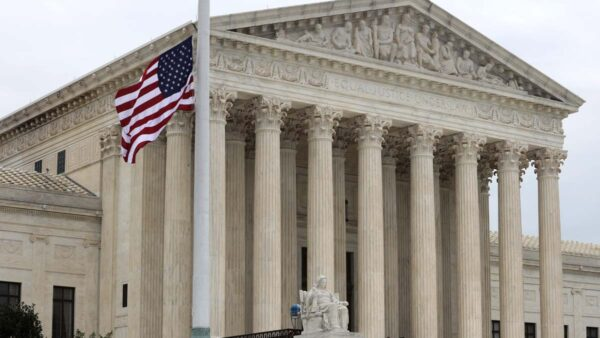 伍德爆料大法官密谋反川 网传最高法讨论德州案内情