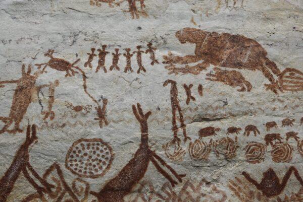 描繪逾萬年前滅絕生物 亞馬遜雨林驚現巨型岩畫
