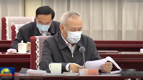 """习近平开会罕见一幕 刘鹤""""全程戴罩""""引猜测"""