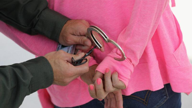 涉嫌選舉欺詐被逮捕 德州婦女或面臨20年監禁