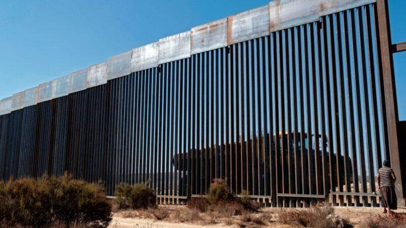 白宫:川普周二将访德州 庆400英里边境墙建成