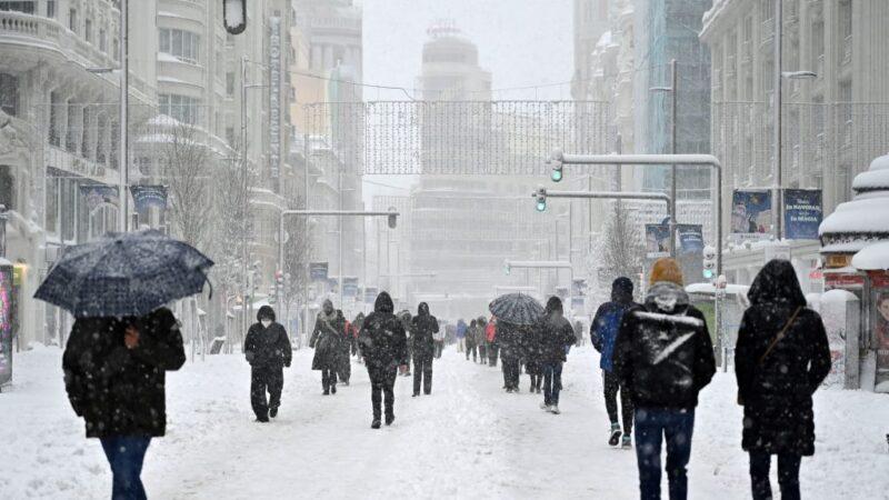 西班牙降大雪酿3死 2500驾驶受困 马德里交通中断