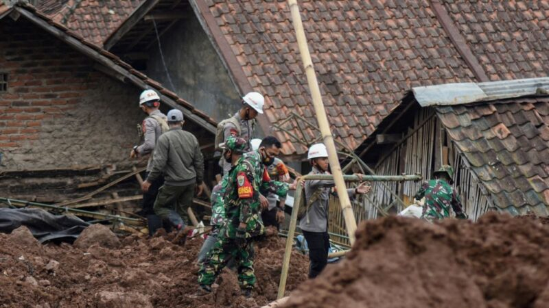 连发土石流 印尼西爪哇酿11死18伤