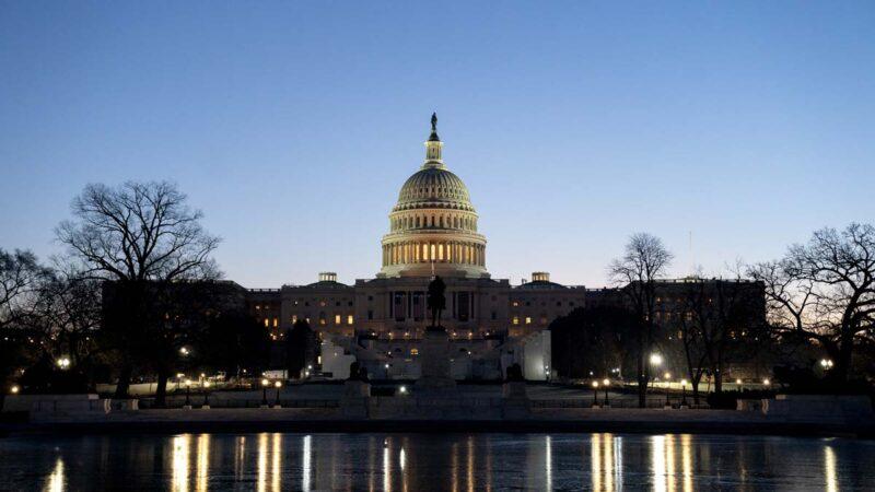 民主党人推法案:放宽选民注册 强制提前投票