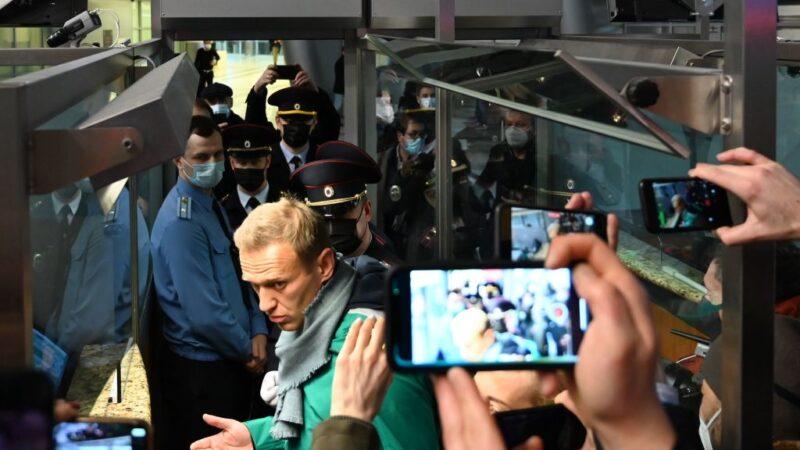 俄異議領袖納瓦利內返國 班機改降機場後被捕