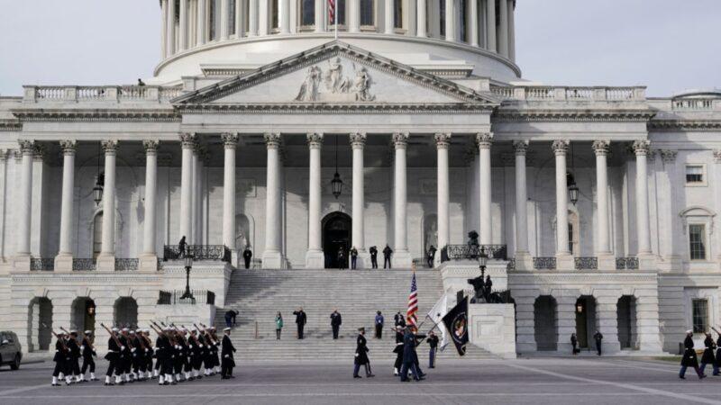 担心发生内部攻击 FBI审查华府2.5万国民警卫队员