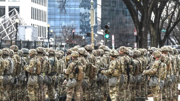 拜登就职典礼后 华府约200国民兵确诊