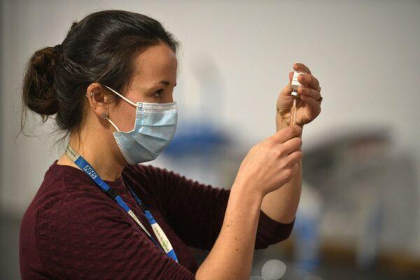 英防疫高官警告 已接種疫苗仍可能傳播病毒