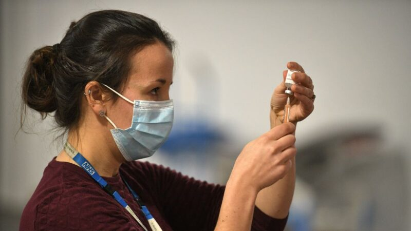 英防疫高官警告 已接种疫苗仍可能传播病毒