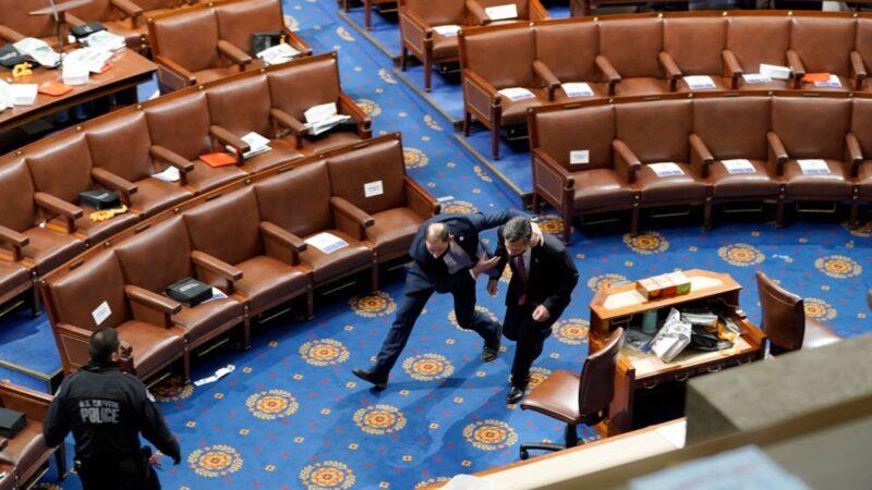 組圖:抗議者闖入美國國會 議員們四散逃離