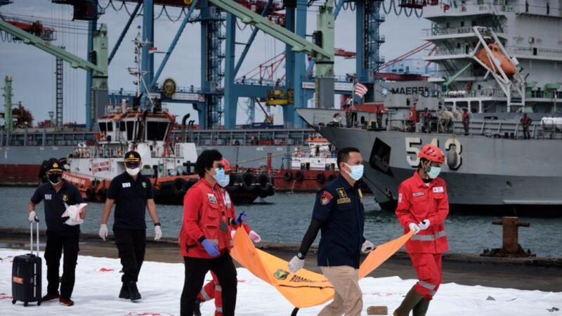 印尼廉航坠海 搜救人员:仅寻获机身与人体残骸