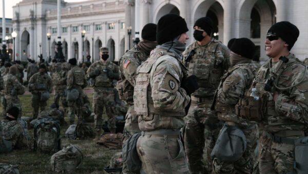 国民警卫队被赶进停车场 川普允许栖身川普酒店