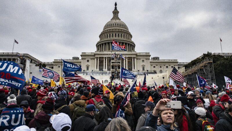 「安提法」企圖破窗入國會大廈 川普支持者阻止(視頻)