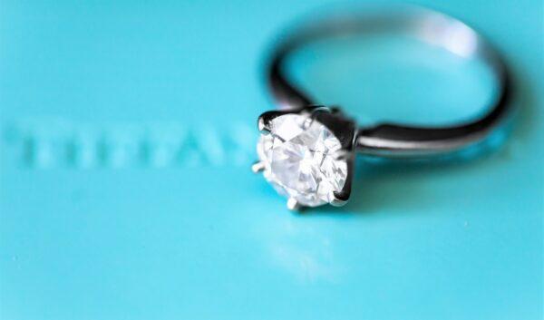 鑲滿逾萬顆天然鑽石 「繁榮之戒」破世界紀錄