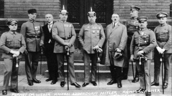 """希特勒西藏寻找能量巨大的""""地球轴心"""" 25万军队神秘消失"""