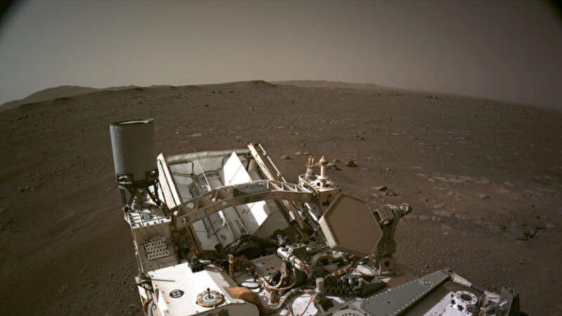 """毅力号""""睁眼""""拍照 360度全景揭其火星新家"""