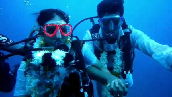 疫情下的奇特婚礼!印度新人18米深海结婚(视频)