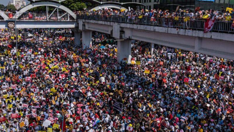 緬甸爆發最大規模抗議行動 百萬人上街反政變