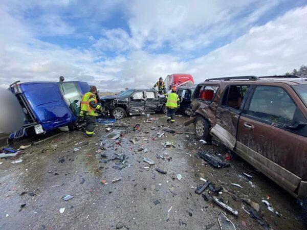 蒙大拿州30辆车撞成一团 2人跳桥逃命重伤