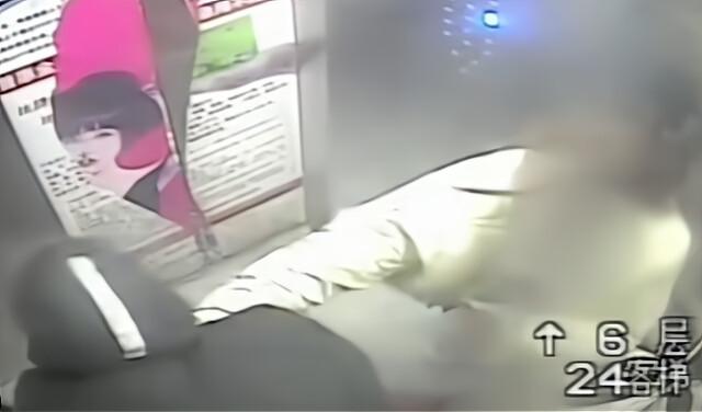 福建男电梯内猥亵年轻妈妈 反被暴打落荒而逃