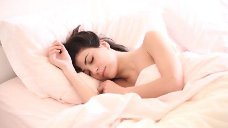睡覺時肌肉抽搐? 睡眠專家:正常現象