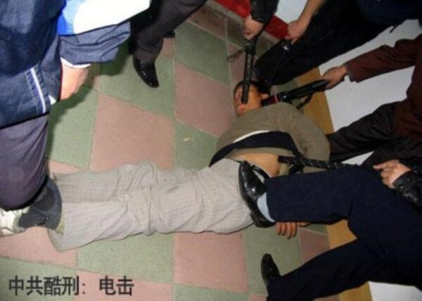 曾遭四根高压电棍同时电击 上海老教师又被冤判