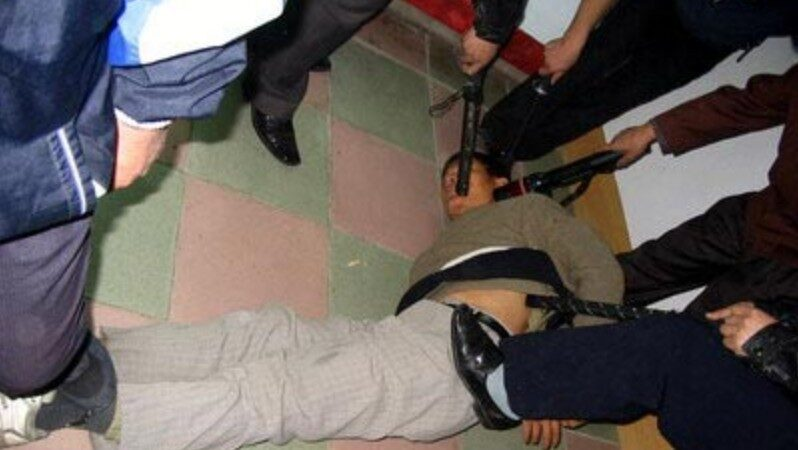 曾遭四根高壓電棍同時電擊 上海老教師又被冤判