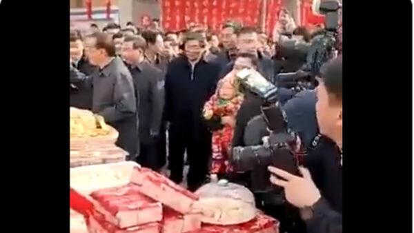 李克強逛年貨街 「女導演」曝光(視頻)