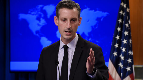 記者回擊拜登國務院發言人:拿川普政府成績邀功
