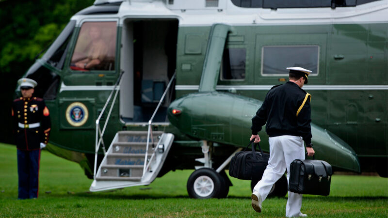 風險太大? 民主黨人要拜登交出核手提箱鑰匙